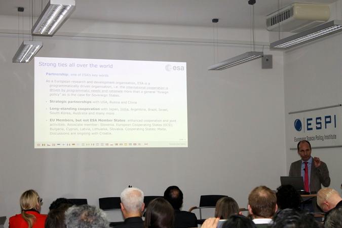 """""""Discussions are ongoing with Croatia"""" – zadnji redak na slajdu. Prezentaciju je održao g. Jean-Charles Bigot, administrator u odjelu za međunarodne odnose ESA-e, početkom veljače 2017. u Beču"""