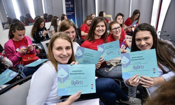 DigiGirlz je edukacija za srednjoškolke kojom se želi potaknuti mlade djevojke na izbor karijere u ICT-u.