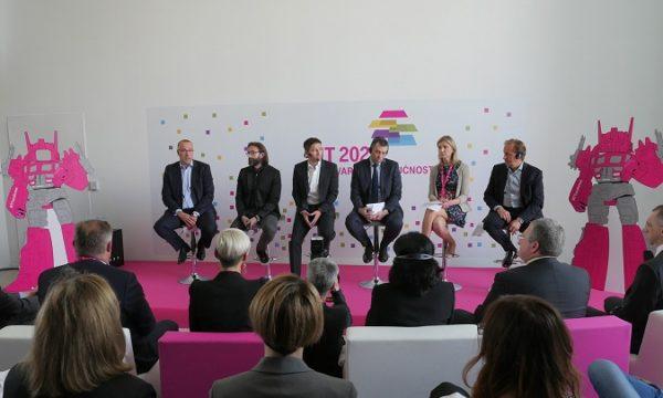 U predstavljanju projekta su sudjelovali predsjednik Uprave Davor Tomačković, Boris Drilo i Boris Batelić iz HT-a, te Mariusz Lasek, predsjednik Uprave Comarch Technologies, Dragica Boca, potpredsjednica IBM globalnih poslovnih usluga, Juergen Reinhardt, potpredsjednik Netcrackera.