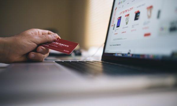 Znate li kako (pravilno) koristiti kreditnu karticu dok kupujete online?